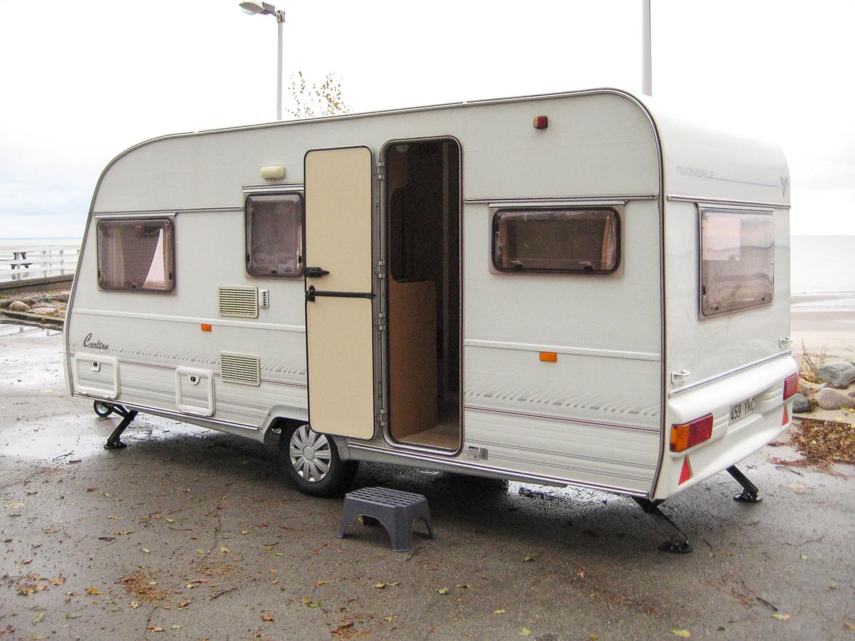 carlton-haagissuvila-karavan-2